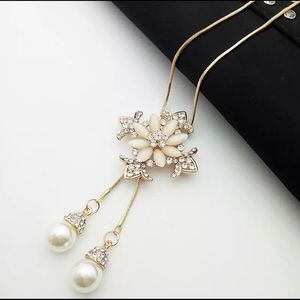 🌸Pearls Gold Tone Pink Flower Necklace🌸